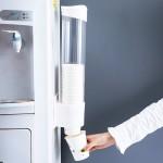 一次性杯子架自动取杯器饮水机水杯杯架家用免打孔放纸杯的置物架